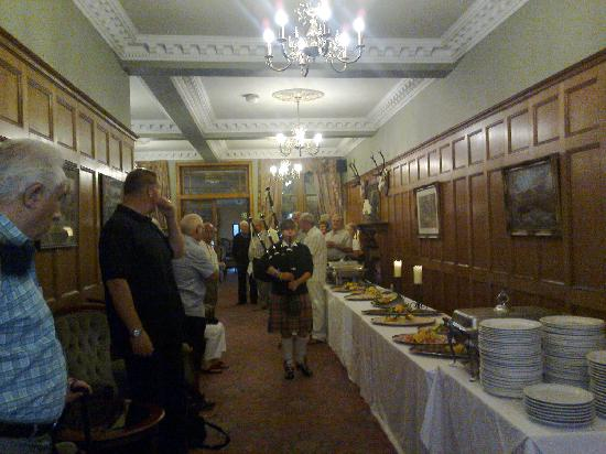 Duke of Gordon Hotel: Buffet with piper