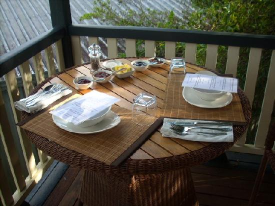 Eumundi Gridley Homestead B&B : Breakfast on the verandah