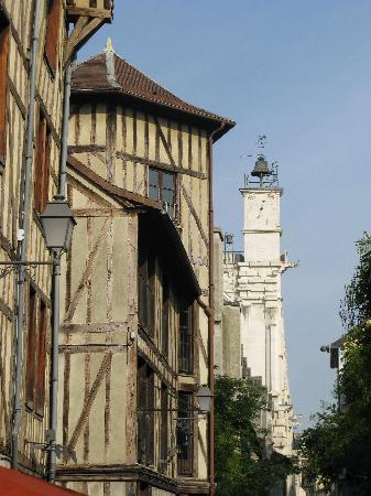 La Fille du Potager : Rue Urbain-IV à Troyes près du restaurant Le Potager-panoramio