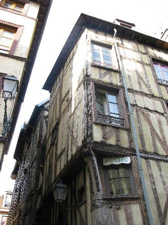 La Fille du Potager : Rue Urbain-IV à Troyes-panoramio