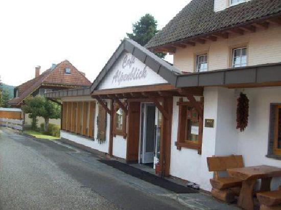 Restaurant - Cafe Alpenblick: Eingang zum Cafe Alpenblick