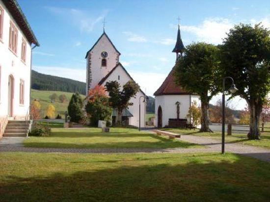 Restaurant - Cafe Alpenblick: Dorfkirch von Saig