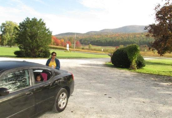Brandon Motor Lodge : one for the road and view beyond and happy family
