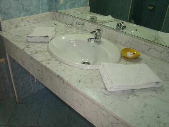 Hotel Club Al Moggar: salle de bain