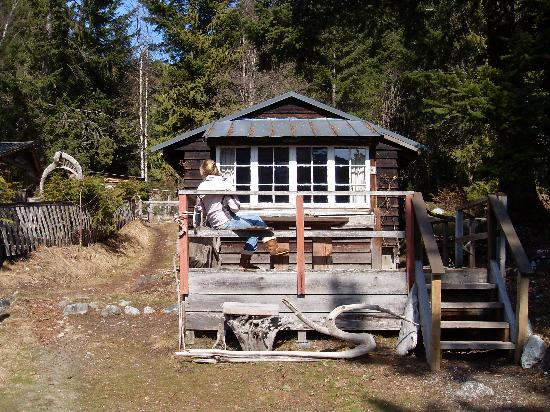 Lillooet Lake Lodge: The cabin. Looks very rustic from the outside, cozy on the inside
