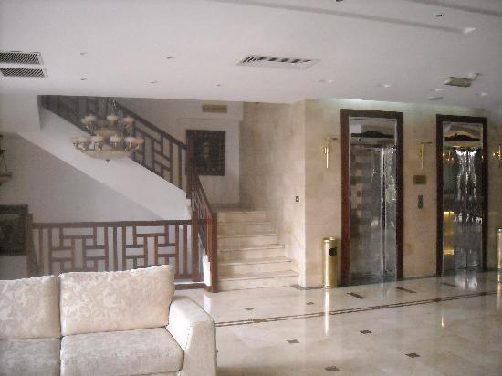 RUM Hotels - Al Waleed: Stairway to Mezzanine / Restuarant