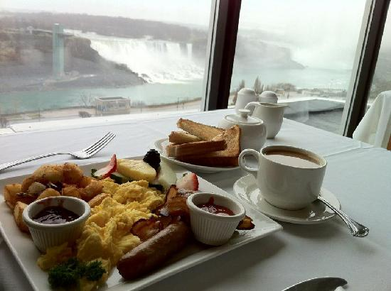 Crowne Plaza Niagara Falls - Fallsview: Breakfast with a view