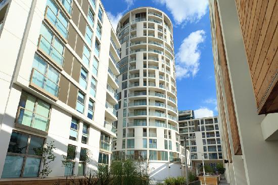 SACO Canary Wharf - Trinity Tower: Outside view of Trinity Tower