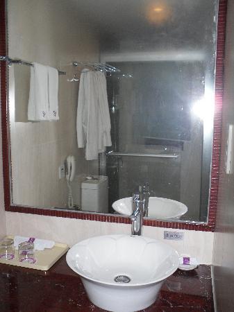 Starway Hotel Silver Zhuhai: Bathroom