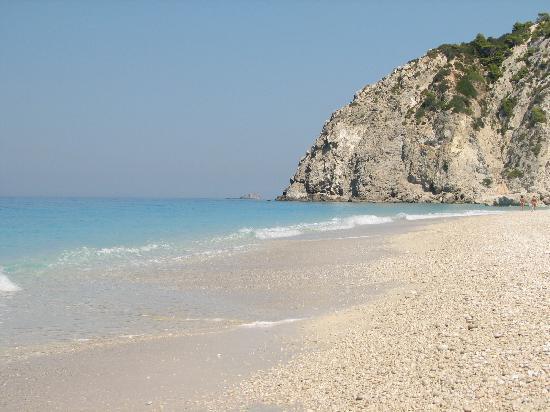 Playa Egremni: White sand pebbles