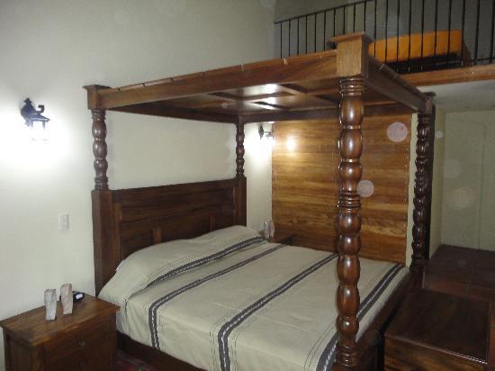 Hotel Boutique Hacienda del Gobernador : King Size 4 Poster Bed