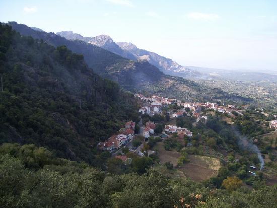 Parque Natural Sierra de Cazorla: Hillside town near cazorla