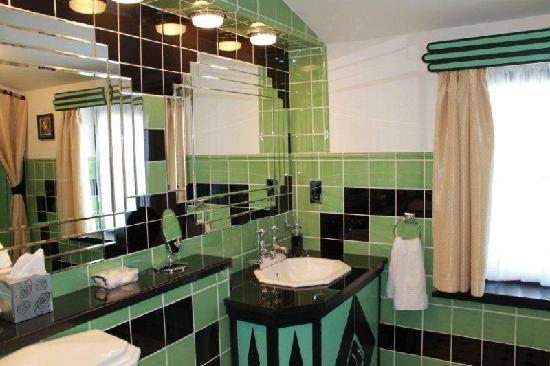 1000 images about bath vintage on pinterest art deco style pink bathrooms and tile bathrooms. Black Bedroom Furniture Sets. Home Design Ideas
