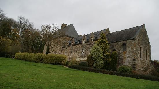 Chateau Hotel de Brelidy : Le parc et la chapelle