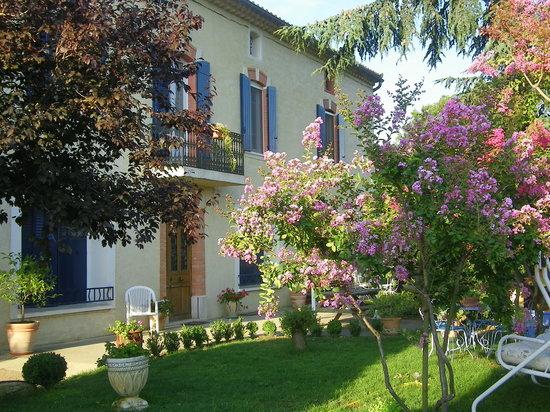 Domaine La Noria : Extérieur : maison vigneronne et Jardin