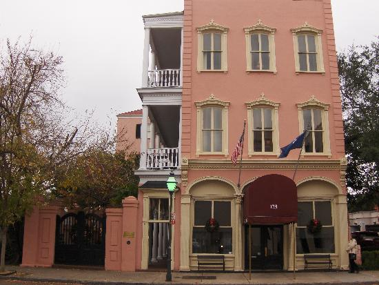 The Meeting Street Inn: Front of building