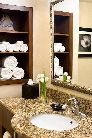 Country Inn & Suites By Carlson, Knoxville at Cedar Bluff: Granite Appointed Bathrooms
