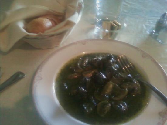 Chez Yasu French Restaurant: Les escargots