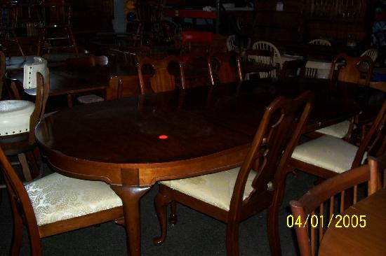 Spence's Bazaar : Dining room table