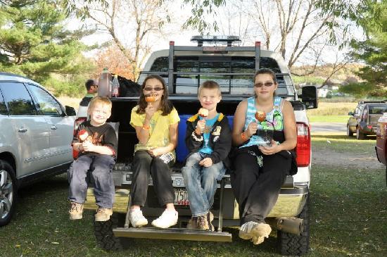 Long Acre Farms: Enjoying caramel apples