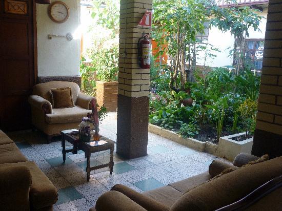 Hostal Villa Del Rosario: Lounge area