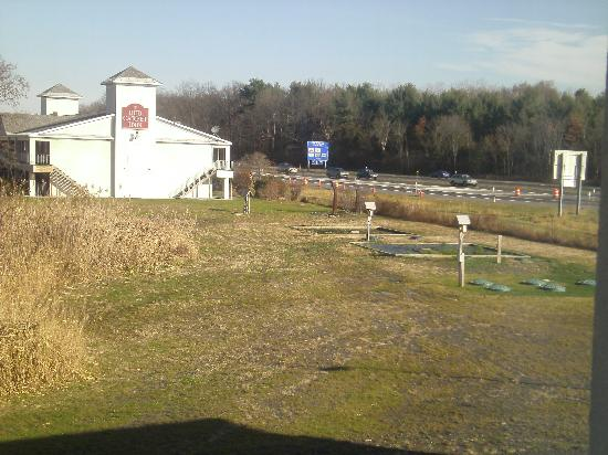 Holiday Inn Express Hotel & Suites West Coxsackie: You can see the highway from the hotel