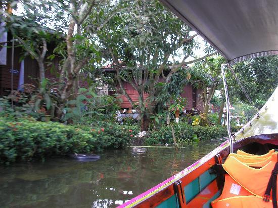 Bangkok, Thailand: navegando por un canal