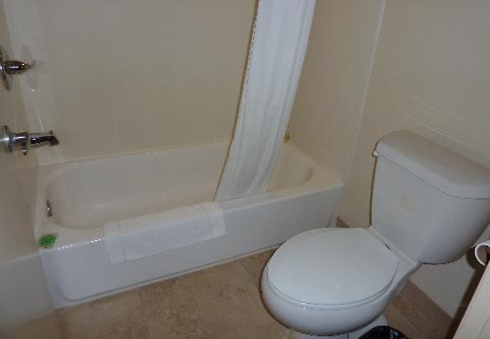 Motel 6 La Mesa CA: Bathroom
