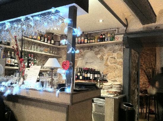 La P'tite Cocotte: The bar with Xmas decoration