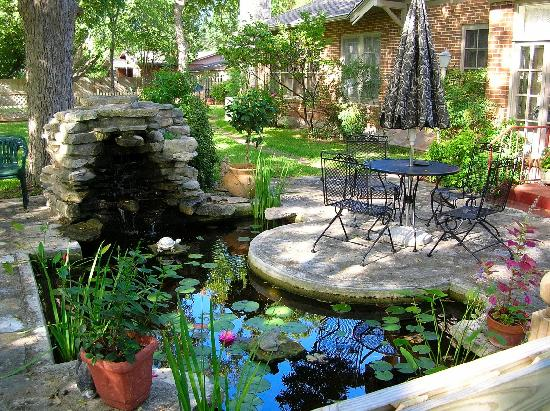 Magnolia house bed and breakfast updated 2017 b b for Balcony koi pond