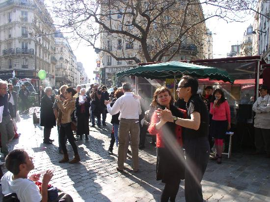 Rue Mouffetard Market: Dancers and Karaoke singer