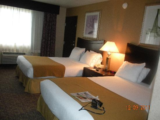 Holiday Inn Express Spokane Downtown: Room with 2 queen beds