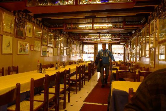Al Raspo de Ua: Resturant downstairs