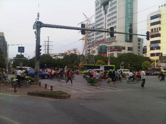 7 Days Inn Nanning You'ai South Road: road infront hotel