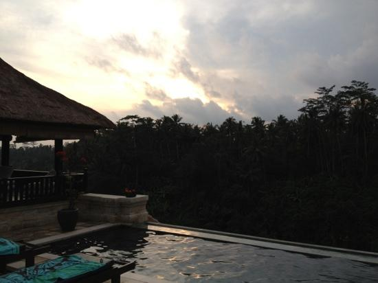 Villa Santai: sunset from the poolside