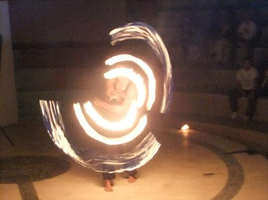 Tiran Island Hotel: Sam the Fire Man,,evening entertainment