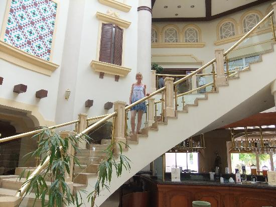 Tiran Island Hotel: main reception staircase
