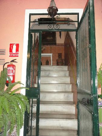 El Riad Andaluz: Hall to first floor from courtyard