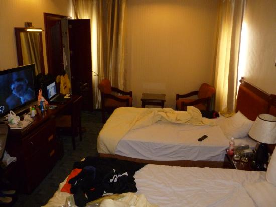 Thien Thao Hotel Ho Chi Minh City: Messy room, sorry, but this is as real as it gets :)