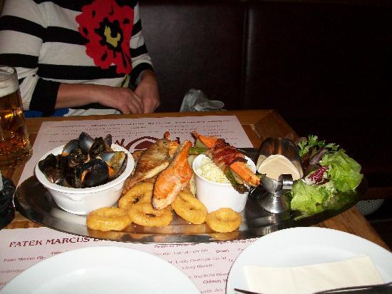 Carlton Hotel Budapest : meal in restaurant