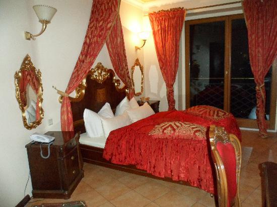 SensCity Hotel Albergo: Stanza in cui abbiamo alloggiato con questo sofficissimo lettone!