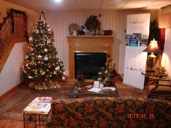 Country Inn & Suites By Carlson, Mishawaka: created a warm cozy feel