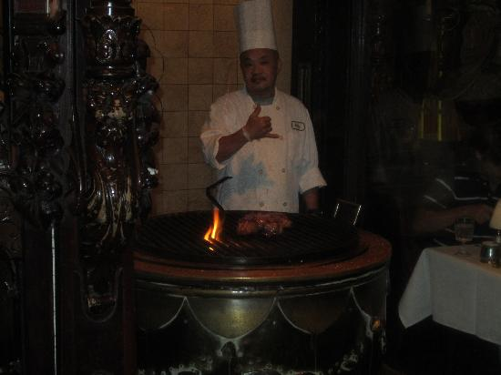 Hy's Steak House - Waikiki: Great service with a smile