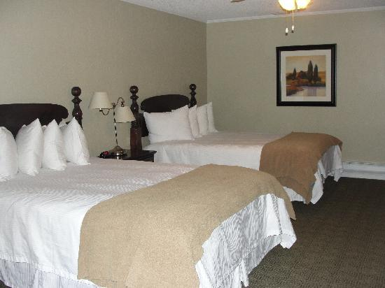 """Sweetwater Lift Lodge: """"Master"""" bedroom area (w/ 2 beds)"""