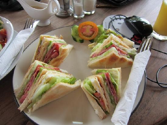 Bayu Cottages Hotel and Restaurant: Club Sandwich