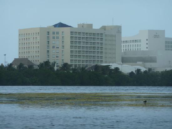 Water Sports In Cancun: 海から見たカンクン