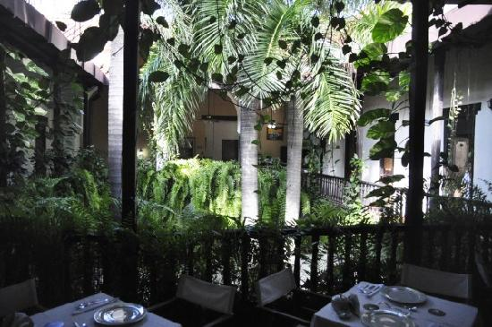 Centro Hotel: courtyard