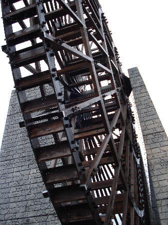 Road Station Obachanichi Yamaoka: 日本一の木造水車