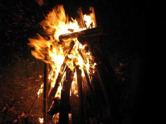 Aranyaka Resort: Campfire arranged by the Resort