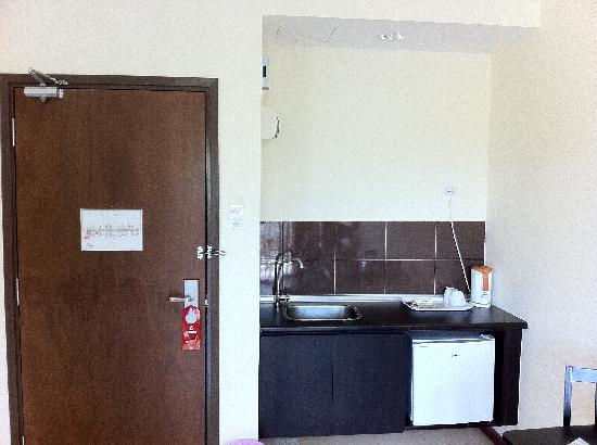 Bukit Gambang Resort City: mini kitchen.